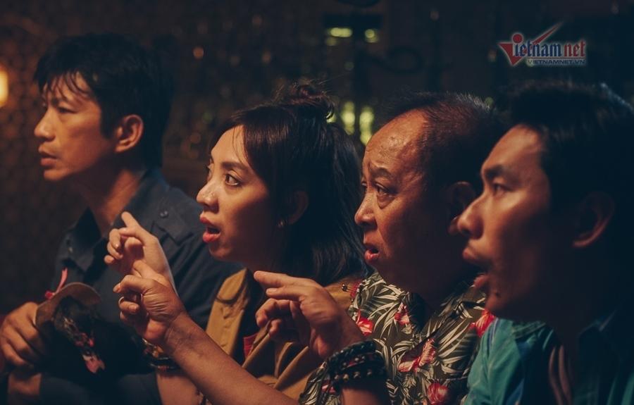 Kiều Minh Tuấn bị đánh tím tái mặt mày ở '798 Mười'