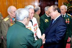 Thủ tướng gặp mặt các cựu chiến binh Điện Biên Phủ