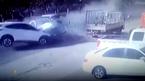 Ô tô đâm trực diện tan tành giữa phố