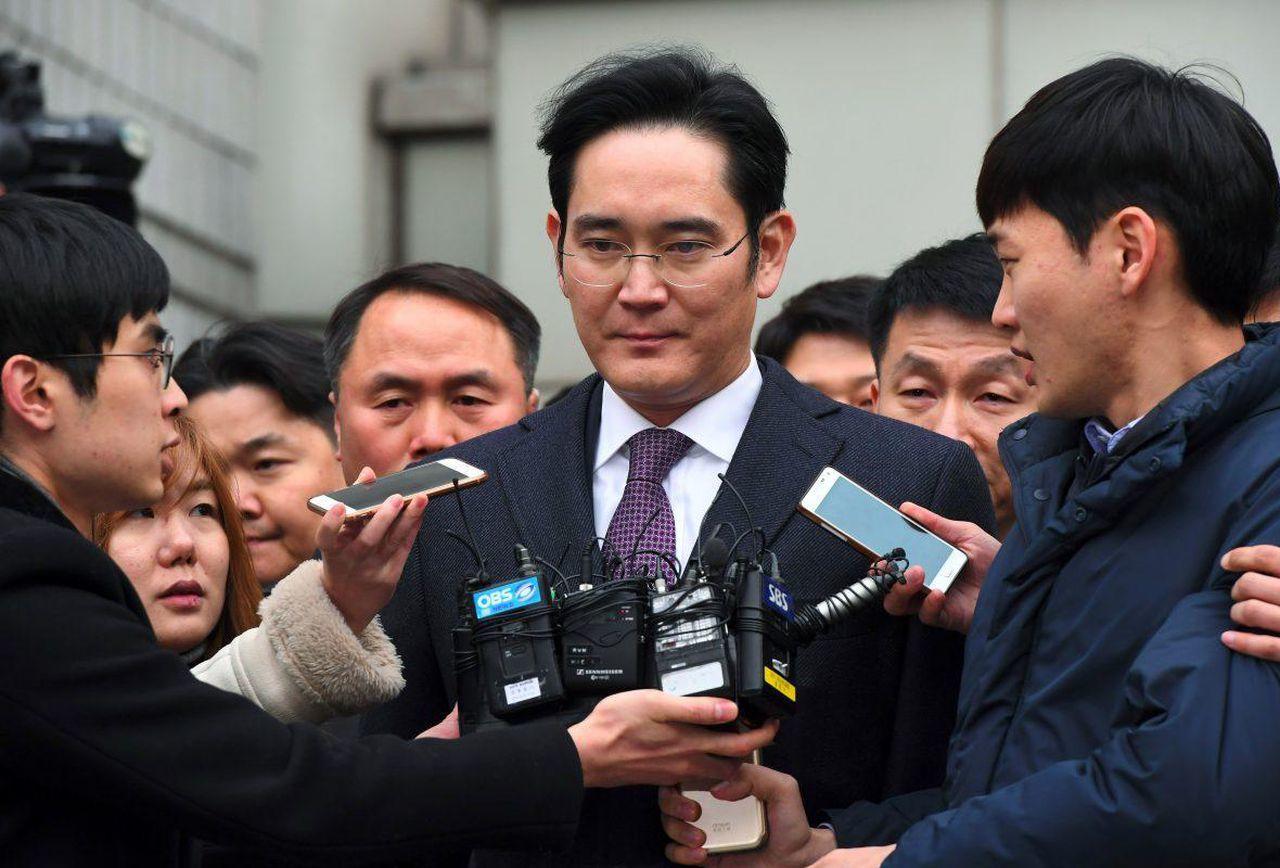 """""""Thái tử"""" tập đoàn Samsung thoát án tù dù mang trọng tội"""