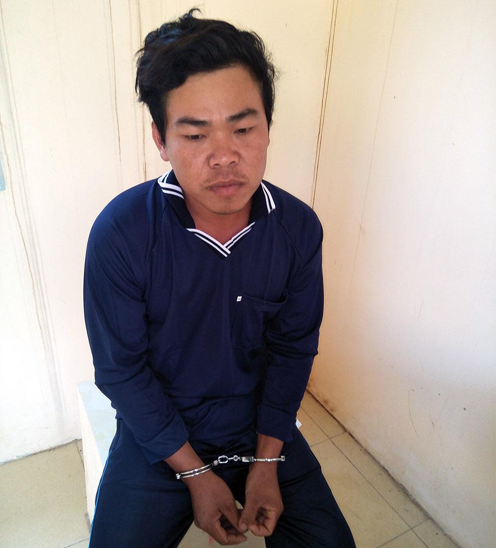 Bị xử phạt, nam thanh niên đâm 2 công an trọng thương