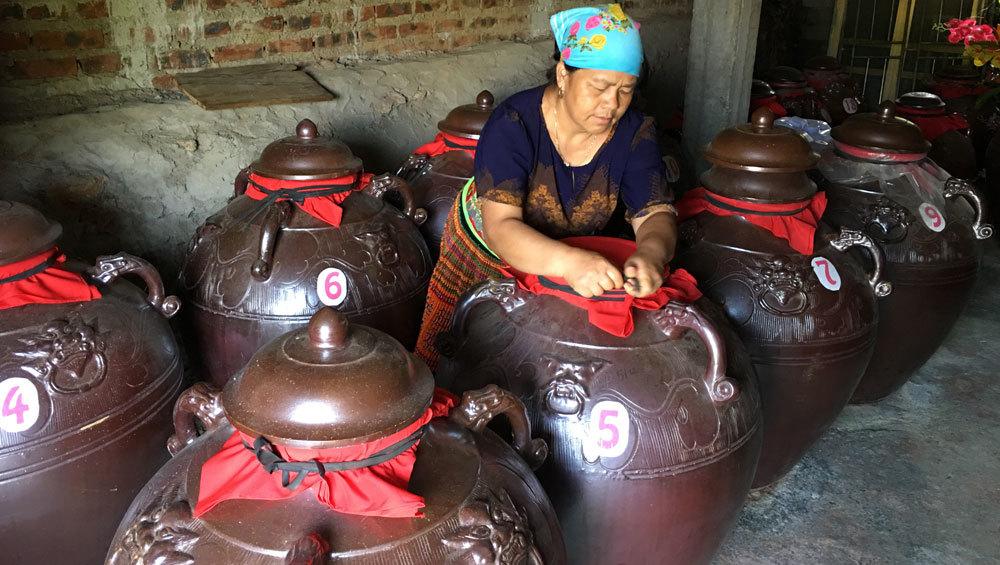 Bí quyết loại rượu không gây đau đầu của người Mông
