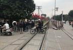 Hà Nội: Đi bộ qua đường sắt bị tàu đâm tử vong