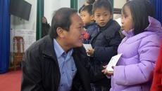 Bộ trưởng Trương Minh Tuấn trao 200 suất quà Tết ở Quảng Bình