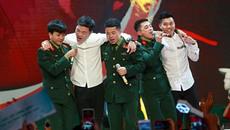 Dàn soái ca U23 Việt Nam 'quẩy' tưng bừng trên sân khấu cùng ban nhạc 'Ba chú bộ đội'