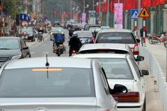 Hà Nội: Đường 600m mới thông xe, cả loạt ô tô thi nhau đỗ