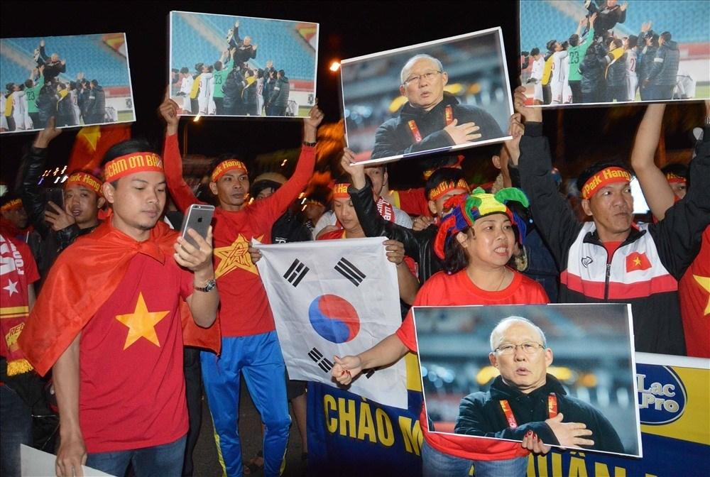 HLVParkHang Seo được chào đón như người hùng ở quê nhà