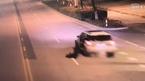 Vợ lái ô tô, chồng say rơi khỏi xe lúc nào không hay