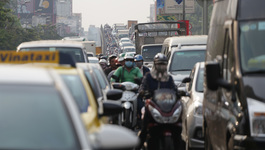 Dân đổ về quê ăn Tết sớm, cửa ngõ Sài Gòn tê liệt