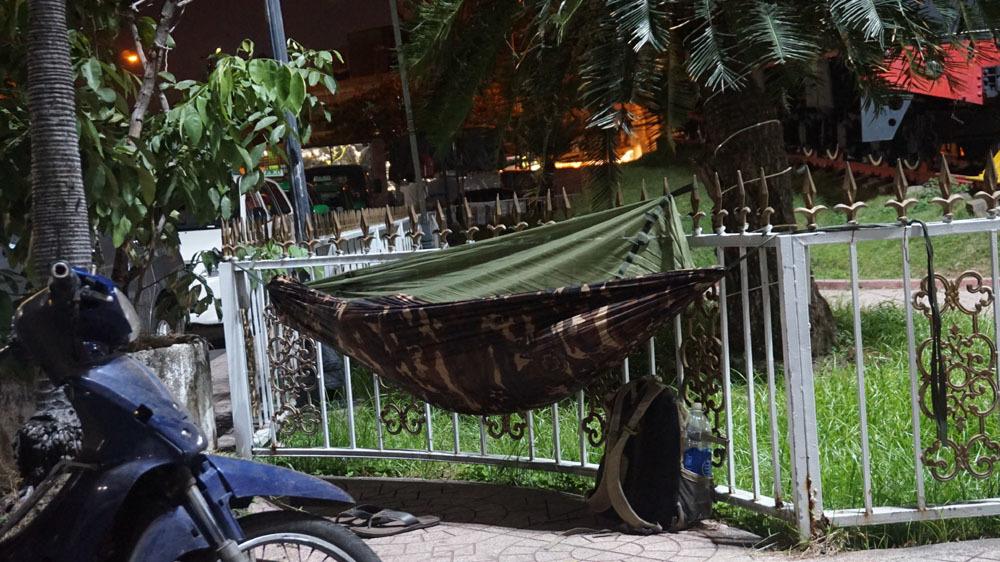 Người Sài Gòn co ro trong đêm lạnh ngày cận Tết