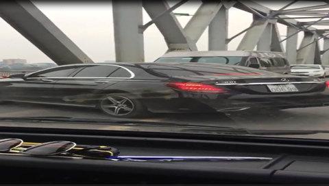 Tài xế Mercedes quay đầu trên cầu Chương Dương nhận 'kết đắng'