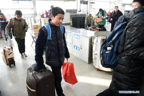 Hành trình về quê đón Tết của cậu học trò nghèo