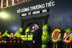 Nhạc trưởng Lê Phi Phi khóc xin lỗi bố - nhạc sĩ Hoàng Vân