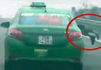 Bắt khẩn cấp tài xế taxi hất cảnh sát lên nắp capo