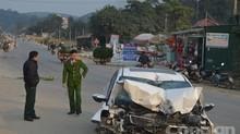 Ô tô húc vào xe đang đỗ, bé 5 tuổi tử vong