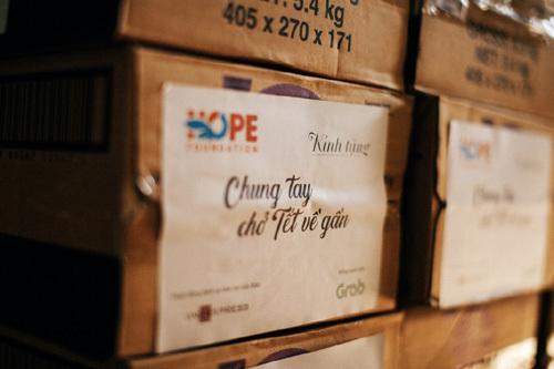 Grab VN gửi tặng người nghèo 1000 phần quà Tết