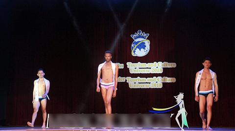 Thí sinh Nam vương gây sốc khi trình diễn giống hệt Hoa hậu