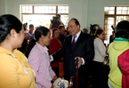 Thủ tướng: Không để gia đình nào 'đói cơm lạt muối' dịp Tết