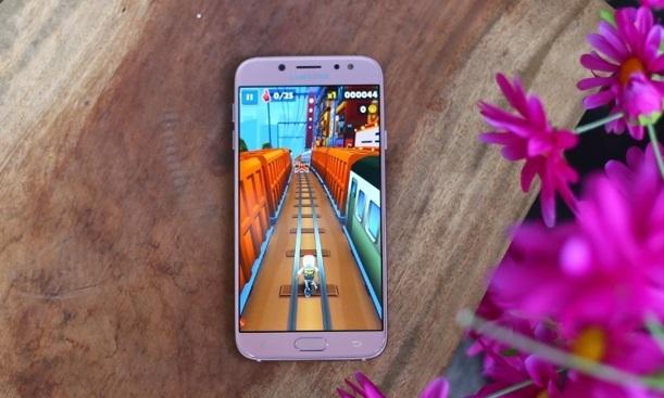 Galaxy J7 Pro phiên bản hồng: Quà tặng lý tưởng ngày Valentine