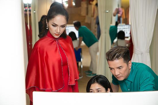 Đàm Vĩnh Hưng giúp Hương Giang Idol chọn áo quần thi hoa hậu - ảnh 11