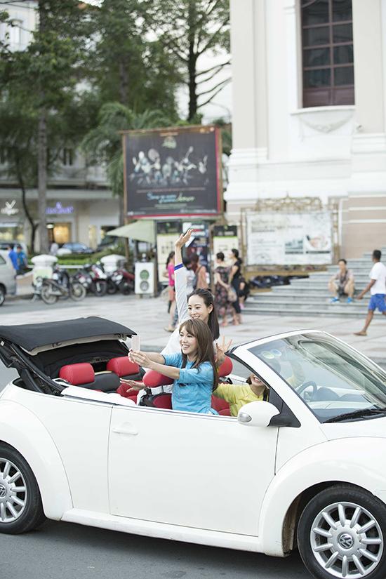 Trương Quân Ninh, Tiết Khải Kì diện áo dài lái mui trần giữa Sài Gòn