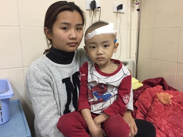 hoàn cảnh khó khăn,trao tiền,từ thiện vietnamnet,ủng hộ,bạn đọc ủng hộ
