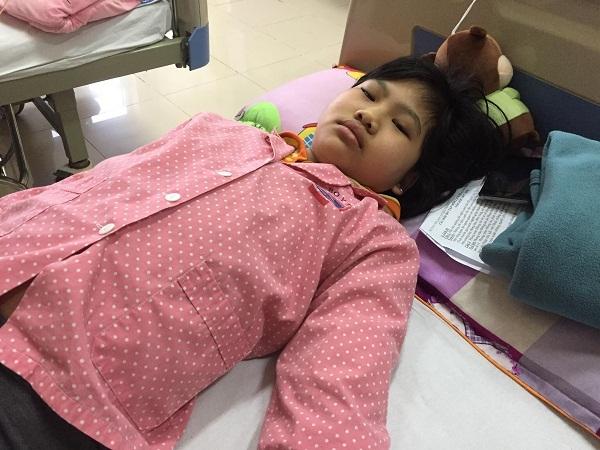hoàn cảnh khó khăn,từ thiện báo VietNamNet,trao tiền ủng hộ,bạn đọc ủng hộ