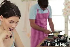 Thử làm vợ một ngày: Các ông chồng nên xem