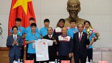 Noi gương Thủ tướng, U23 Việt Nam nhiệt tình làm thiện nguyện