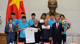 Đấu giá áo và bóng U23 Việt Nam tặng Thủ tướng: Chốt giá cuối 24h tối nay