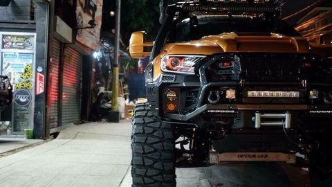 Xe độ Ford Ranger Wildtrak 'quái thú'