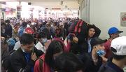 Bến xe ở Sài Gòn quá tải, sân bay nghẹt khách về quê ăn Tết