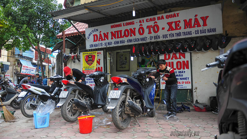 Dịch vụ làm đẹp xe máy đông nghẹt khách dịp giáp Tết