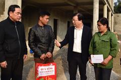 Phó Thủ tướng trở lại thăm người dân xóm Khanh