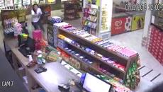 Nữ cảnh sát hạ gục toán cướp sau cuộc đấu súng