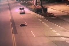 Vợ lái xe, chồng say rượu ngồi ghế sau bị rơi xuống đường