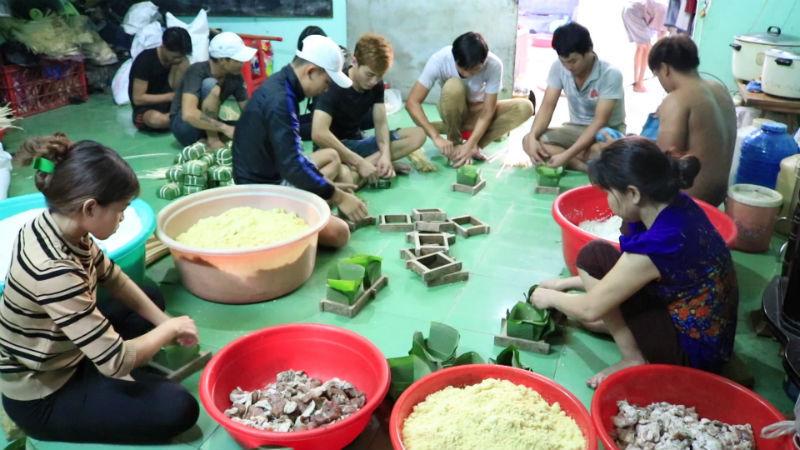 bánh chưng,bánh tét,làng nghề bánh chưng,gói bánh chưng,tết Nguyên Đán