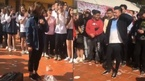 Nữ sinh tỏ tình ngay giữa sân trường sát ngày Valentine
