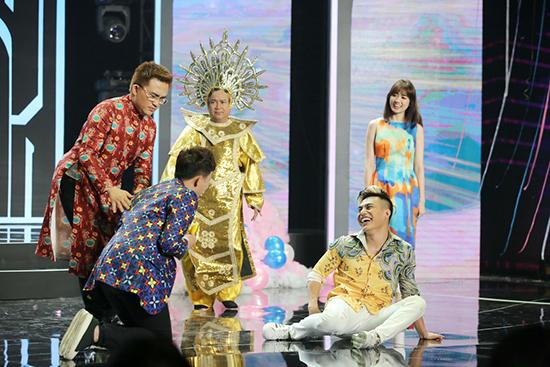 Trấn Thành - Hari Won liên tục chọc cười khán giả