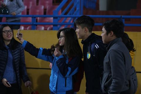 fan nữ quây U23 Việt Nam