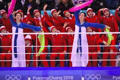 Xem đội quân sắc đẹp Triều Tiên 'làm nóng' khán đài ở Hàn Quốc