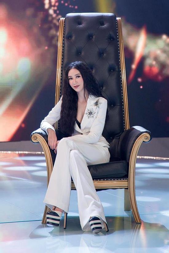 Nguyễn Thị Loan bốc lửa với vẻ đẹp Latin