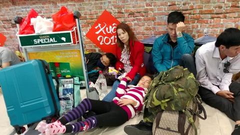 Vạ vật ở Tân Sơn Nhất chờ chuyến bay về quê đón Tết