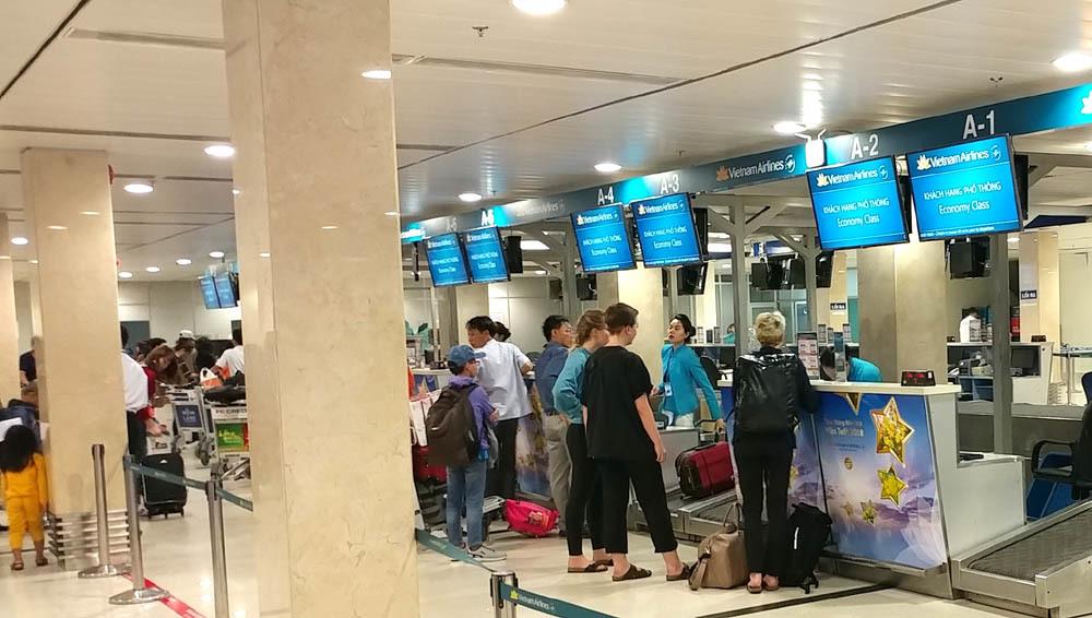 Trắng đêm ở Tân Sơn Nhất chờ chuyến bay về quê đón Tết