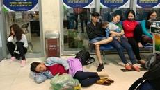 Suốt đêm vật vờ ở Tân Sơn Nhất chờ chuyến bay về quê đón Tết