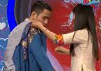 Bạn muốn hẹn hò: Cô thợ may mặc áo cho chàng trai ngay trên sân khấu