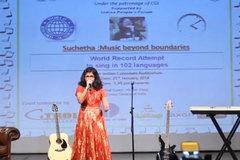 Nữ sinh hát bằng 102 thứ tiếng lập kỷ lục Guinness