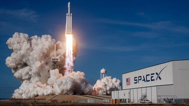 SpaceX,Elon Musk,xe Tesla,loài người,vũ trụ