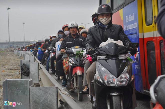 Những lưu ý để chạy xe máy an toàn về quê ăn Tết