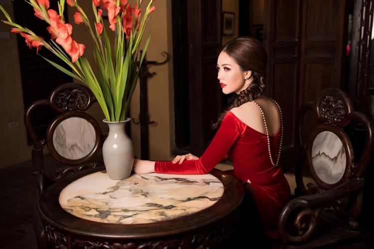 Thụy Vân gây thương nhớ với áo dài rực rỡ ngày Xuân